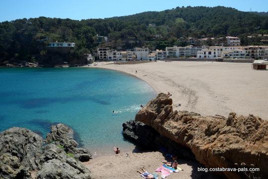 Begur Sa Riera, la crique, la plage et le village