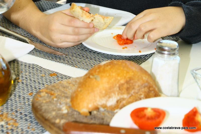 Gastronomie sur la Costa Brava, pa amb tomaquet