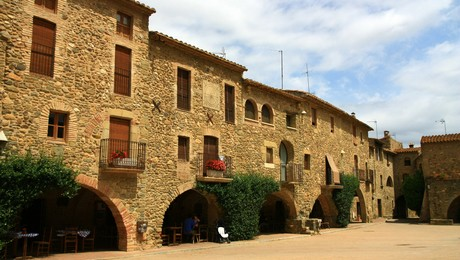 joyaux secrets sur la Costa Brava, monells village