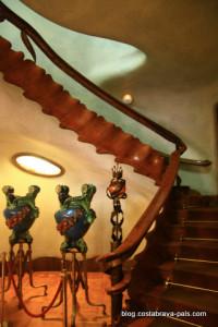 Casa Battlo Gaudi Barcelone escalier squelette