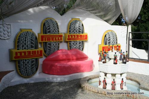 Maison-musée Dali à Cadaques Portlligat - la piscine les lèvres canapé