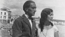 Dali et sa soeur à cadaques