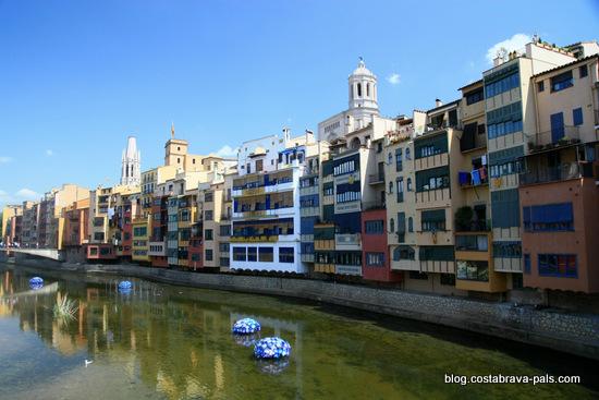 visiter Gérone - les rives d l'onyar maisons colorées