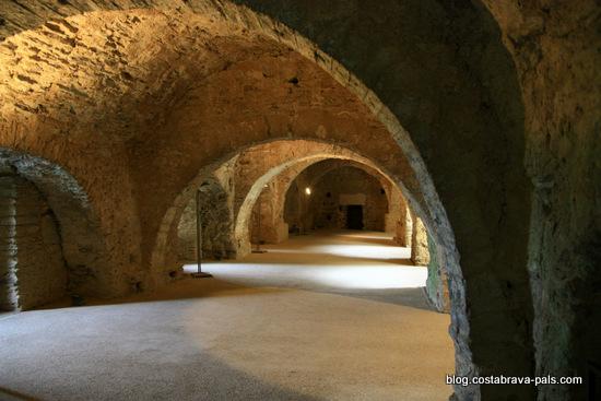 Monastère de Sant Pere de Rodes - cloitre inférieur