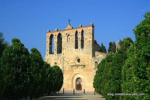 Peratallada en Catalogne - eglise sant esteve