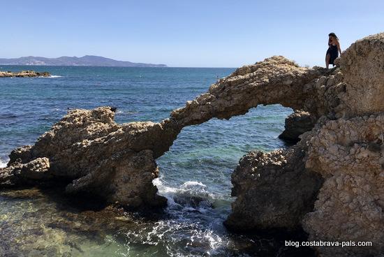 le rocher du partixol, chemin de ronde de l'Escala à Sant Marti d'Empuries