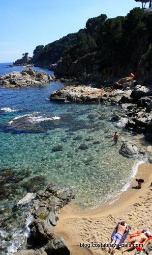 plage-a-calella-de-palafrugell-sur-la-costa-brava-2