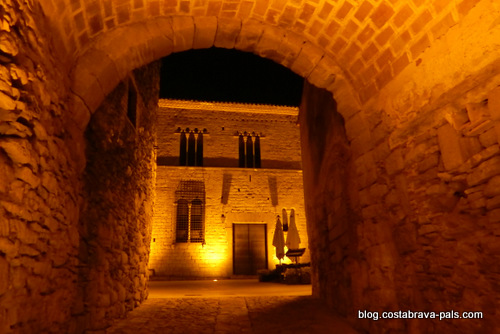 Peratallada en Catalogne - la nuit