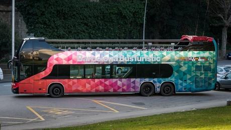 Barcelone Bus touristique nouvelles couleurs