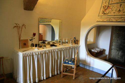 Chateau de Pubol - salle de bain de Gala Dali