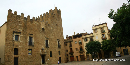 Visiter la Bisbal d'Emporda - chateau palais de la bisbal