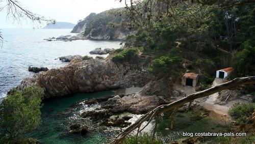 chemin de ronde de platja de castelle à Cala estreta