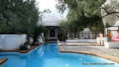 La piscine de dali port lligat cadaques une plong e for Cadaques location maison piscine
