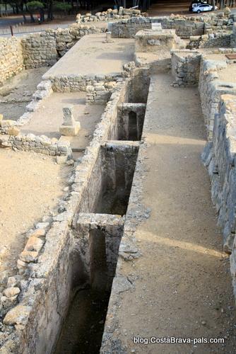 Ruines d'Empuries - canalisation dans la ville grecque