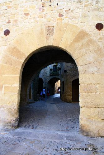 village de Pals espagne - les arcades