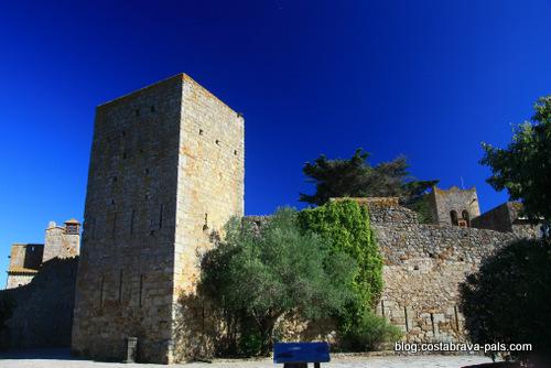 village médiéval de Pals en Espagne - la muraille médiévale