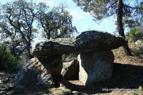 Les Gavarres - Dolmen dels Tres Peus