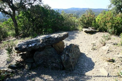 Les Gavarres - dolmen tres caires