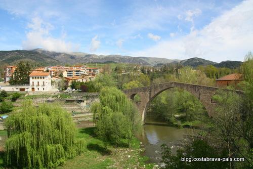 Sant Joan de les Abadesses, un joli village catalan - le pont