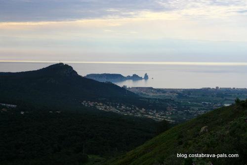 randonnée autour du Castell de Montgri - vue sur les iles medes