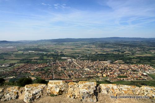 randonnée autour du Castell de Montgri - La vue sur Torroella