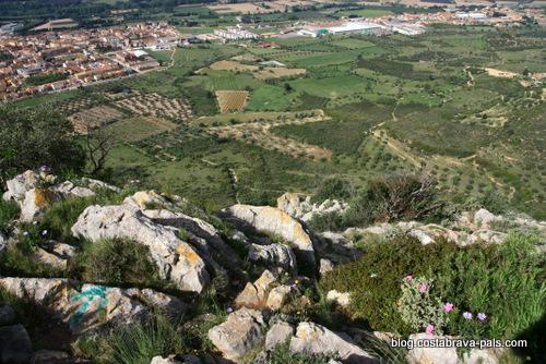 randonnée autour du Castell de Montgri - la descente