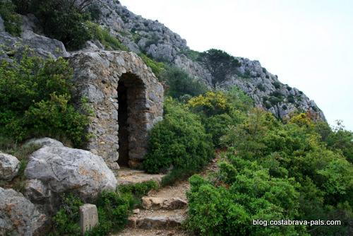 randonnée autour du Castell de Montgri - station du chemin de croix