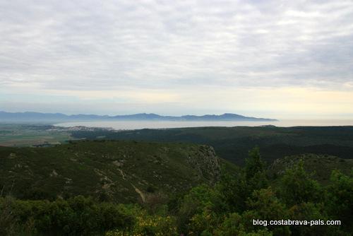 randonnée autour du Castell de Montgri - la baie de rosas