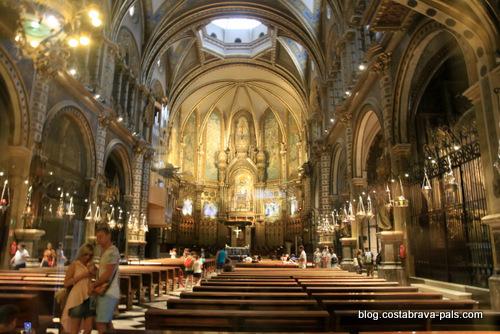 Visiter le monastère de Montserrat - intérieur