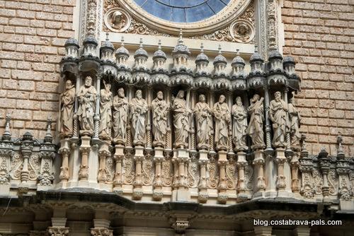 Visiter le monastère de Montserrat - entrée de la basilique