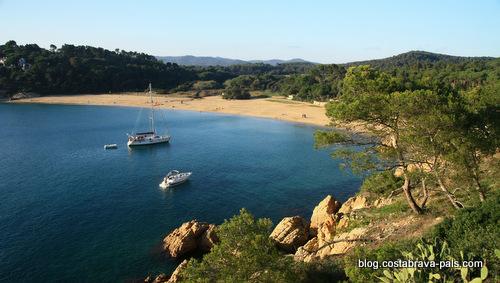 Les sports nautiques sur la Costa Brava - Bateau à moteur voile