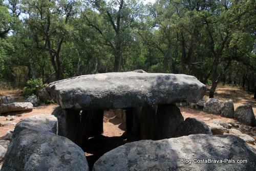 cova d'en Daina - dolmen Romanya de la selva costa Brava