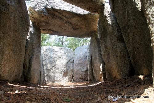 dolmen Costa Brava - Romanya de la selva - Cova d'en Daina