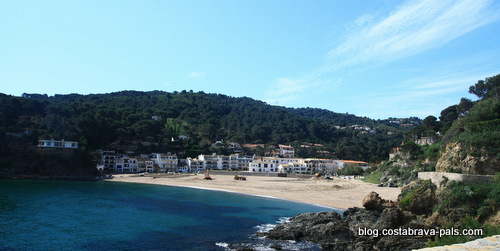 Chemin de ronde à Begur entre Sa Riera et Sa Tuna - plage de sa riera