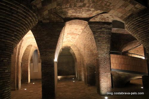 palais Guell à Barcelone - Palau Guell - voutes en brique du sous sol